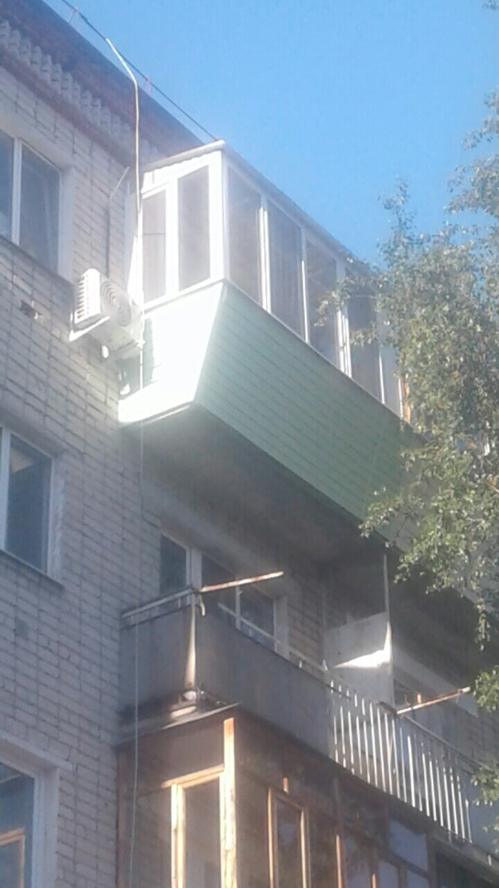 Обшивка сайдингом снаружи, остекление, крыша,